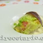 Canelones de lechuga sobre salsa de anchoas