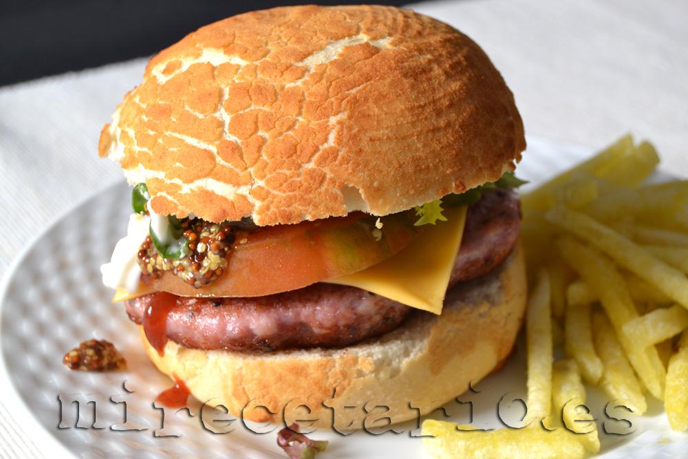 Hamburguesa con pan tigre, está que ruge...